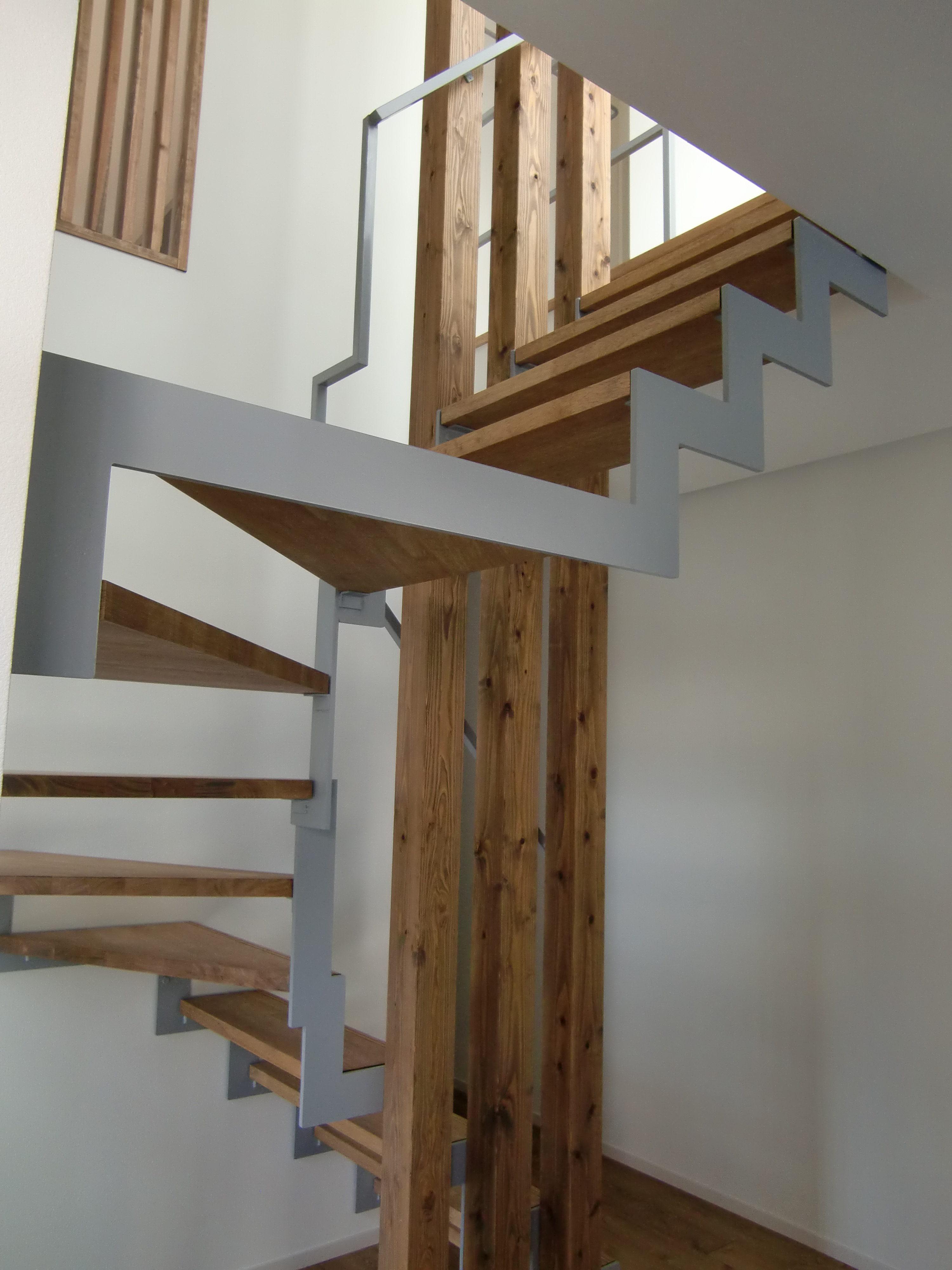 イナズマ型廻り鉄骨階段